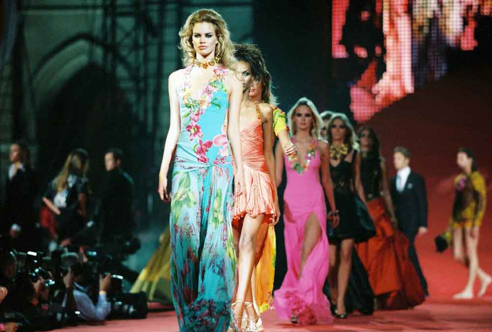 Fashion-Show-by-Versace-2005-c-Max-Moser1