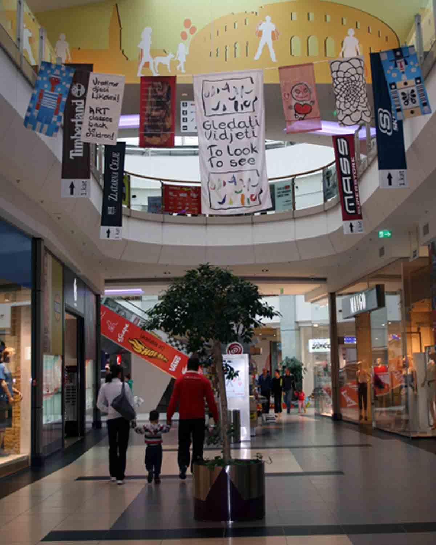 izloba umjetnikih zastavica u arena centru zagreb 1