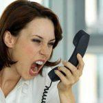 ljuta zena telefon