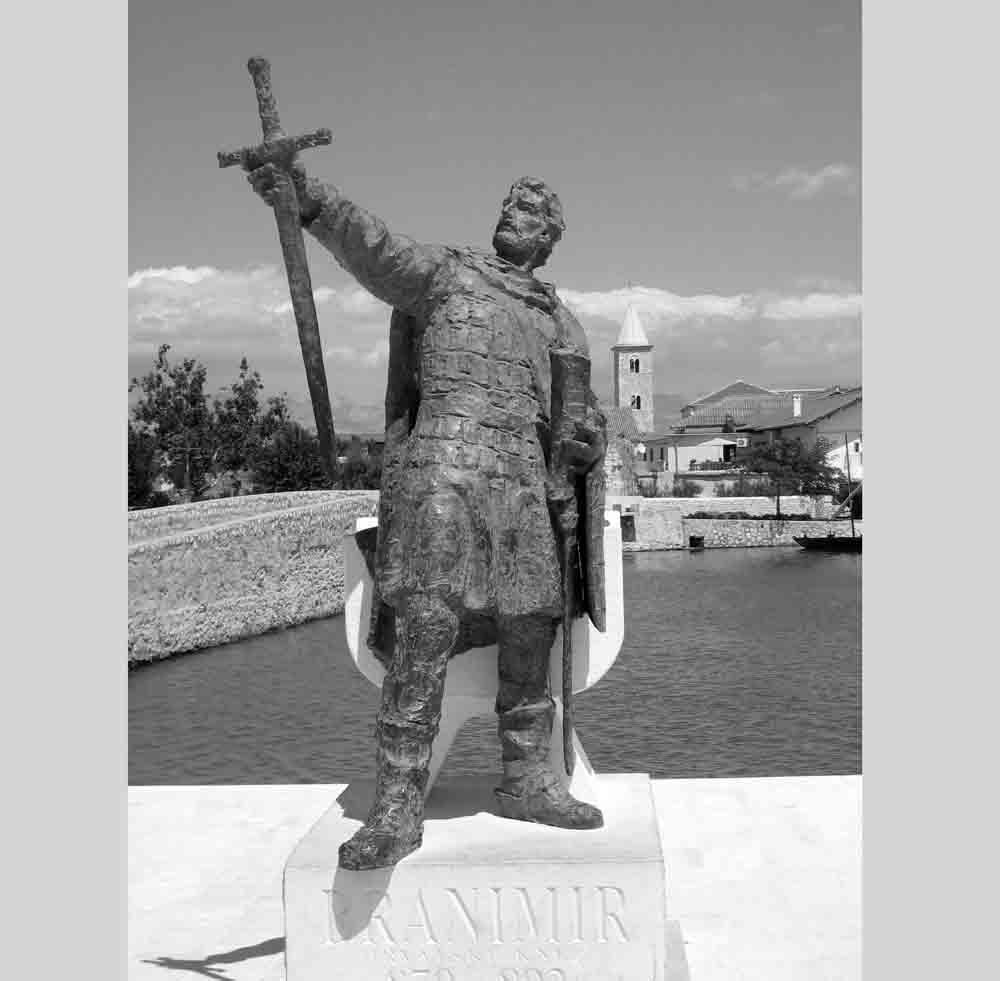 Knez Branimir u Ninu djelo akademskog kipara Josipa Poljana