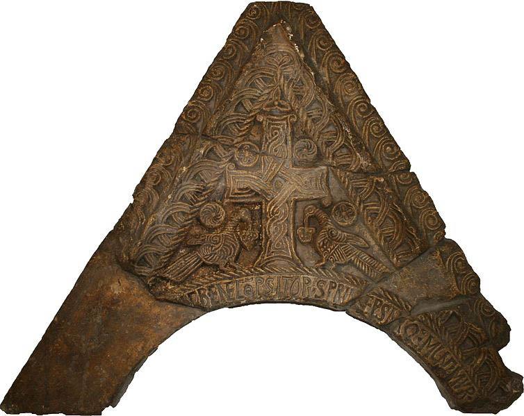 2. Greda i zabat s natpisom kneza Mutimira 895. godine crkva Sv. Luke Uzdolje kraj Knina