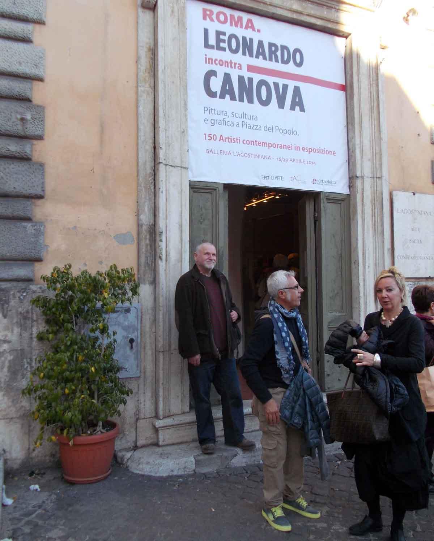 Ispred galerije LAgostiniana na Piazza Del Popolo u Rimu