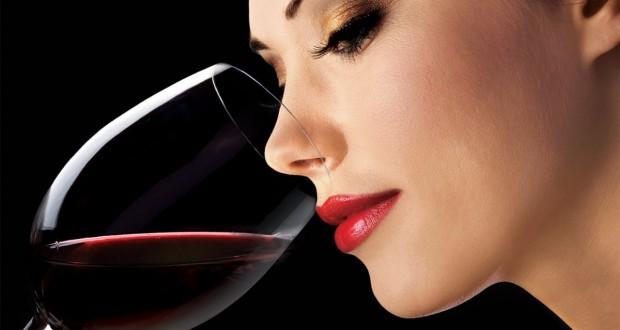 crno vino zena