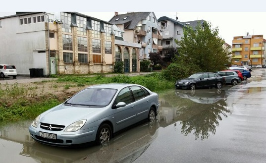Kajzerica potopljena zbog zaobalnih voda nabujale Save