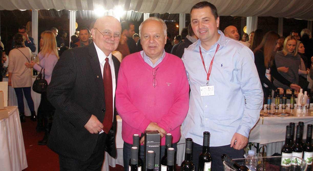v02 tata vinocoma Ivan Dropuljić s istarskim maslinarima i vinarima