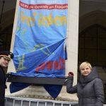 Frauenberger prilikom podizanja zastave organizacije Terre des Femmes Krieger PID