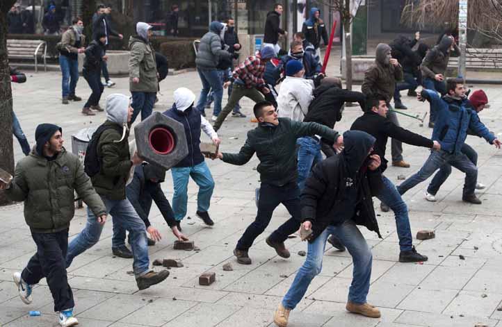 Neredi u Prištini
