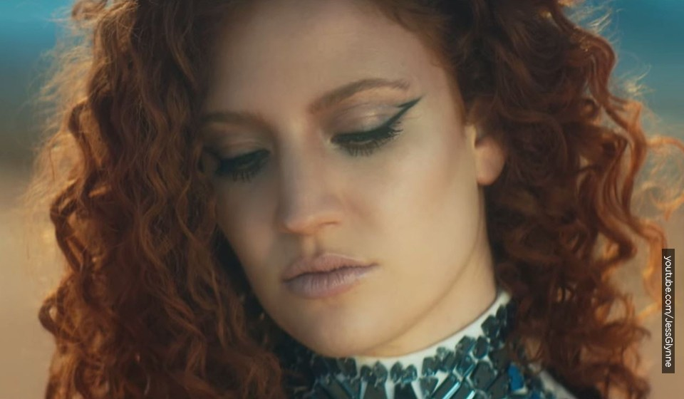 "VIDEO Jess Glynne ""Hold My Hand"""