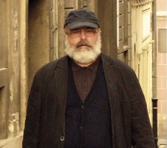 Poezija u dvorištu – gost pjesnik Predrag Vrabec