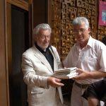 4 Tomislav Marijan Bilosnić predaje svoje knjige prevedene na albanski jezik Nacionalnoj biblioteci Kosova