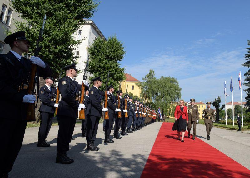 Predsjednik Vlade Orešković primio mons. dr. Egidija Živkovića, biskupa Željeznog