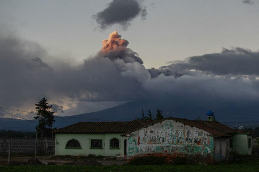 Vulkan izbacio oblak pepela visok pet kilometara, stanovništvo evakuirano