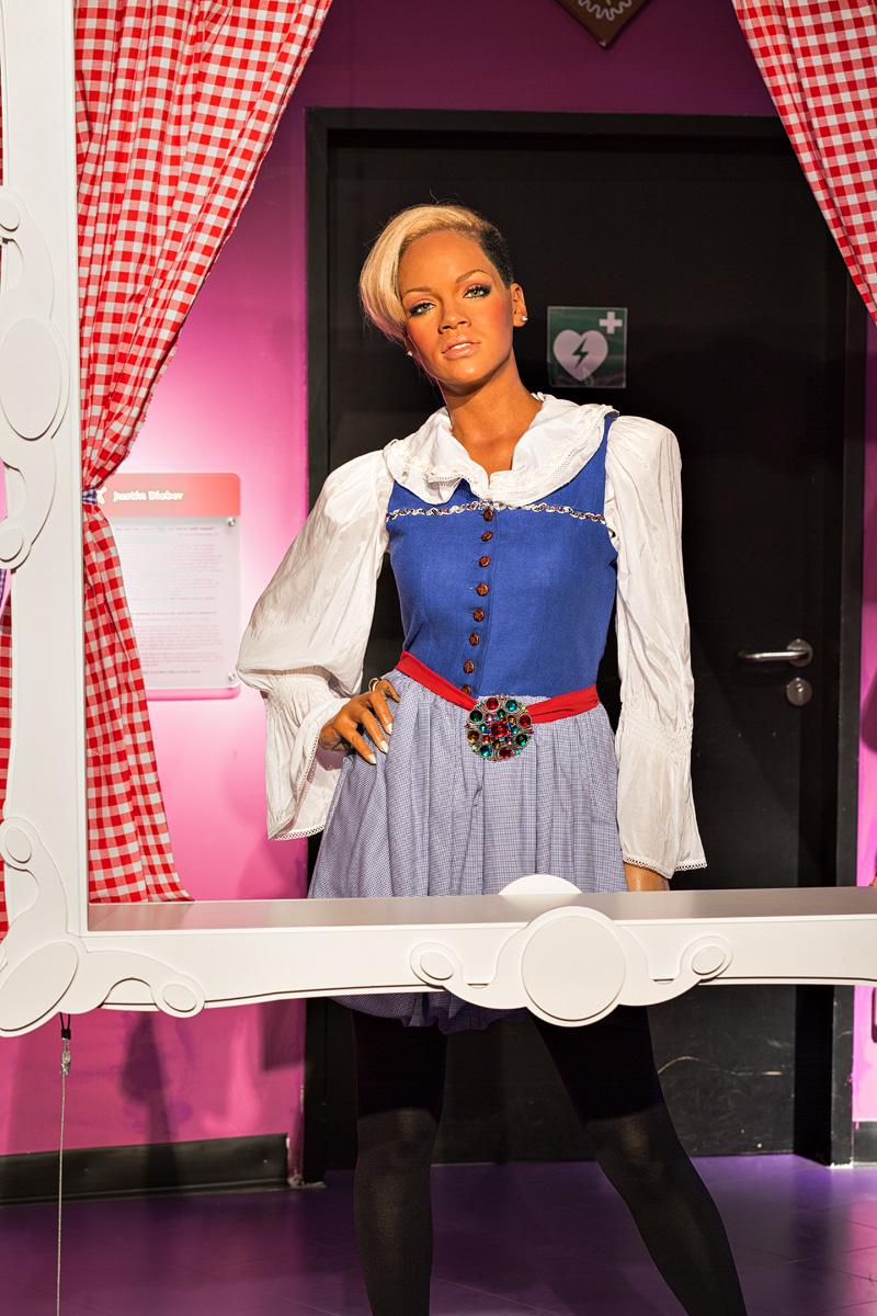 Možete li Rihannu zamisliti u austrijskoj narodnoj nošnji?