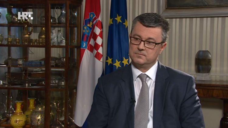 Orešković: Nećemo smanjivati plaće i mirovine