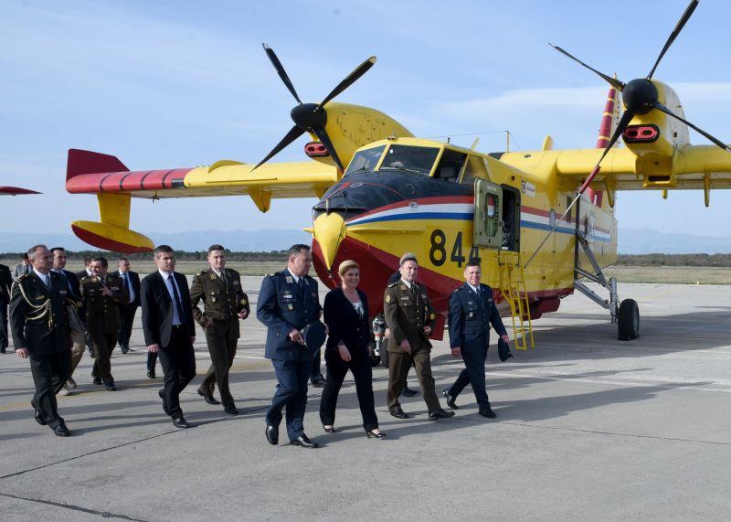 Posjet Predsjednice 93. zrakoplovnoj bazi u Zemuniku