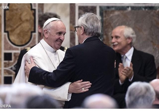Papi uručena 'Nagrada Karlo Veliki'