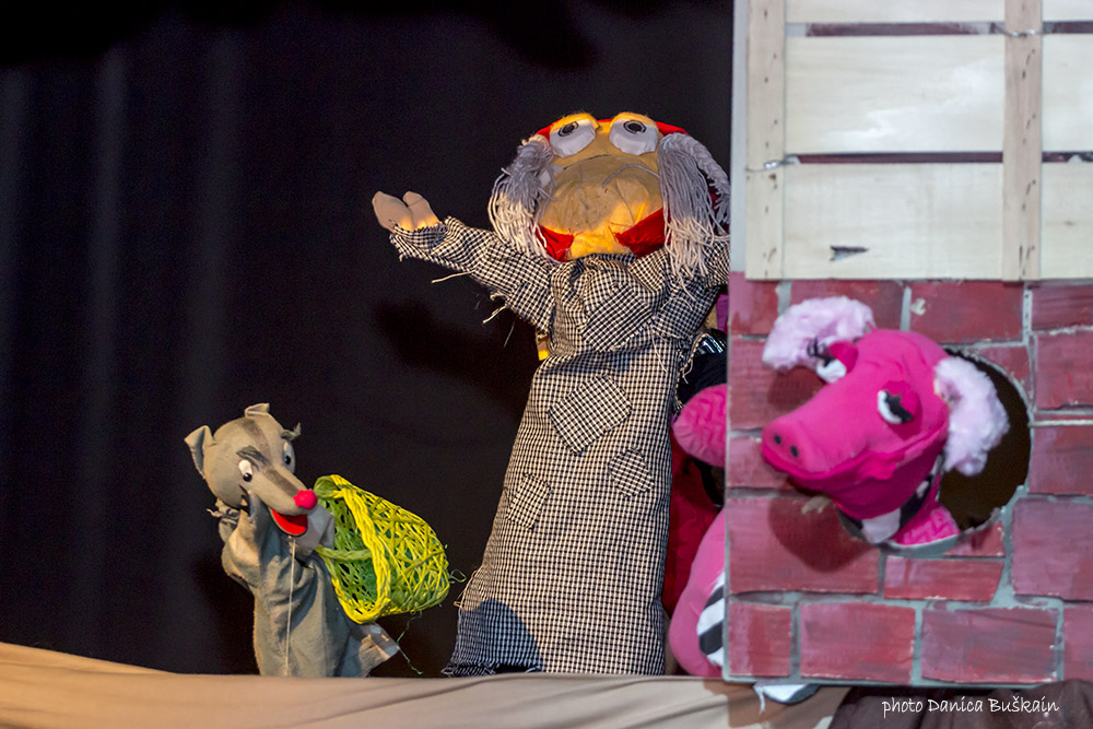 Prva lutkarska predstava u Omišu: Muka malog vuka