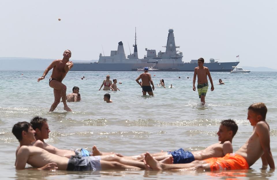 Razarač britanske mornarice usidren pred Splitom