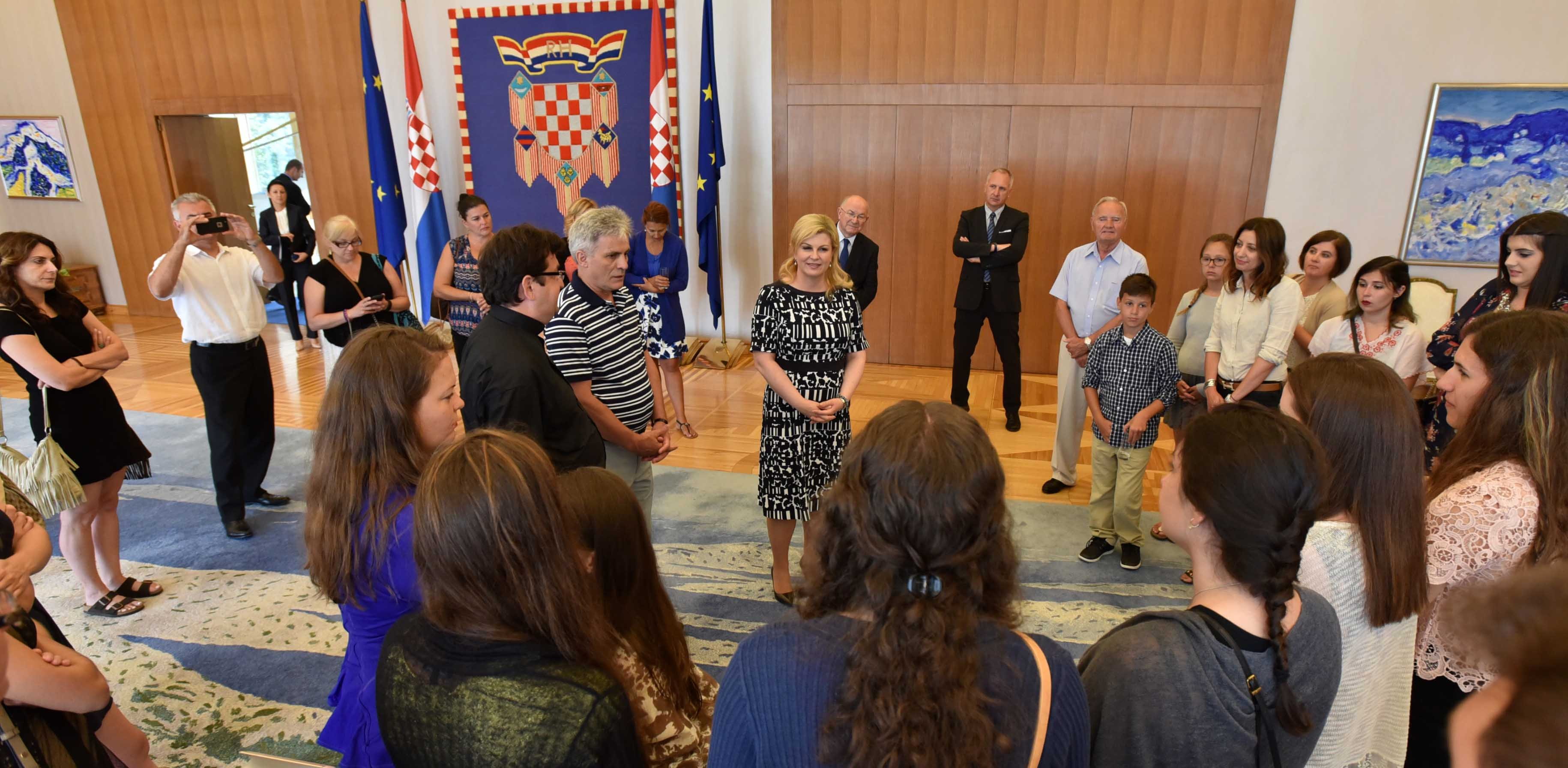 Predsjednica primila učenike Hrvatske škole iz Chicaga