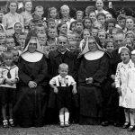 Stepinac s ratnom siročadi 1941. godine 1