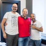 Budget Traveller tim s vlasnikom hostela 1W Nicolom Capobiancom