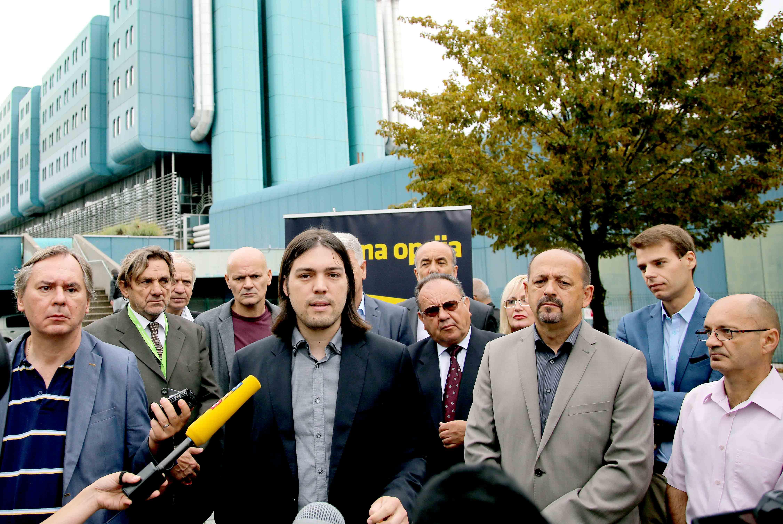 Koalicija Živog zida, Uvijek Frankeri, Akcije mladih i Promijenimo Hrvatsku ispred KB Dubrava