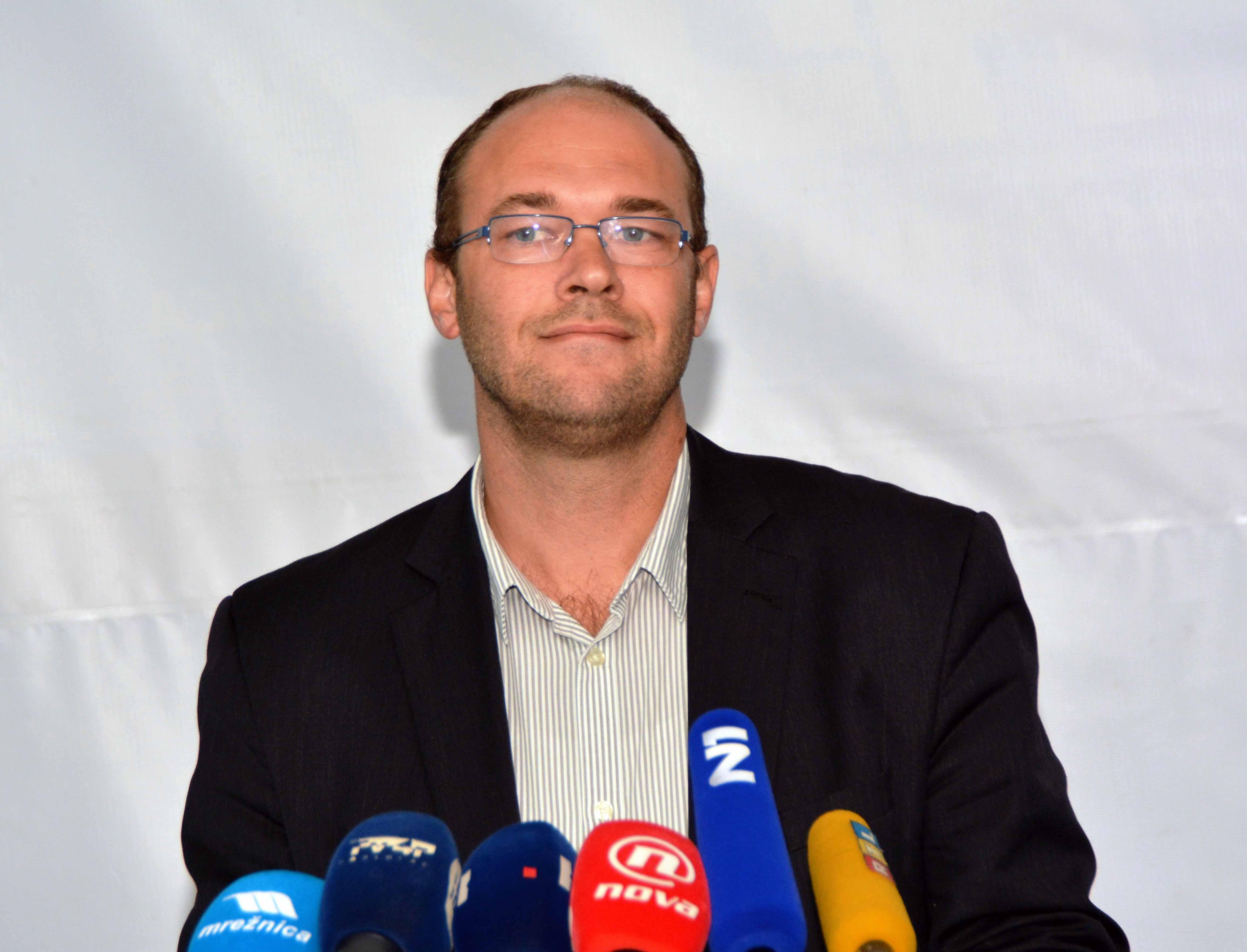 Karlovac: Davor Ivo Stier održao izvanrednu konferenciju za medije