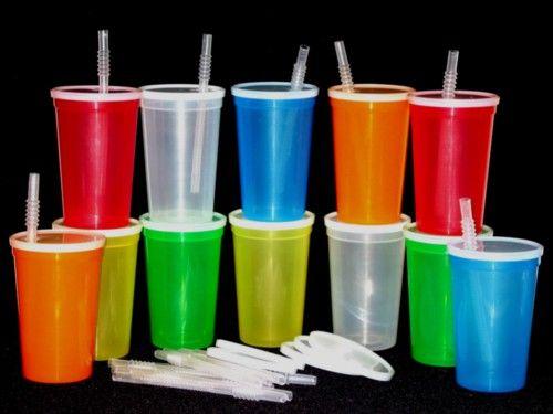 Francuska zabranila plastične čaše i pribor za jelo
