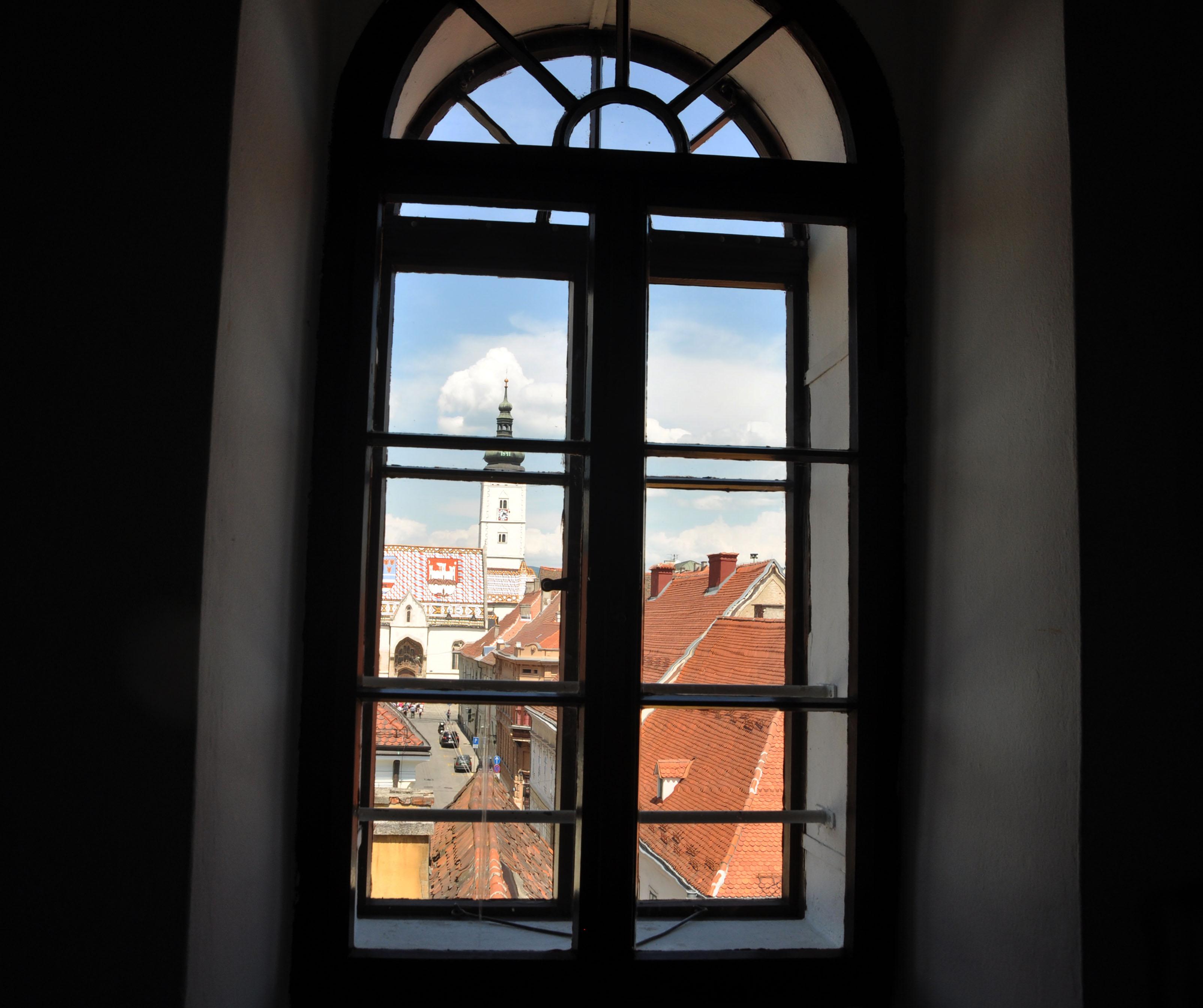 A zakaj prosim vas lepo, moj Zagreb tolko ne vole?