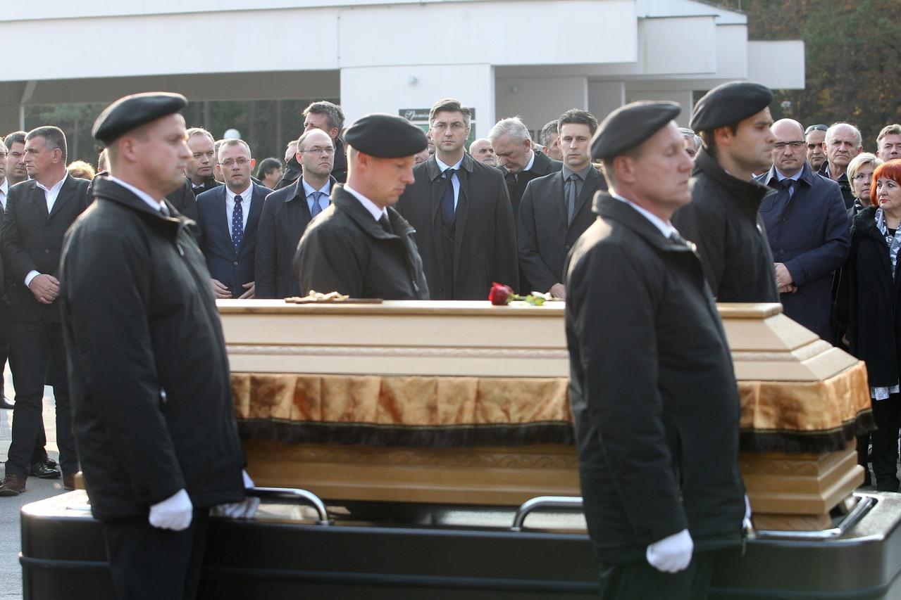 Plenković: Došlo je vrijeme za suočavanje s prošlošću