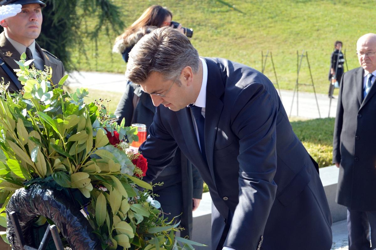Predsjednik Vlade Plenković položio vijence u prigodi blagdana Svih svetih