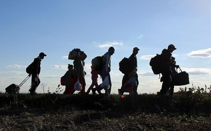 Migrants walk towa