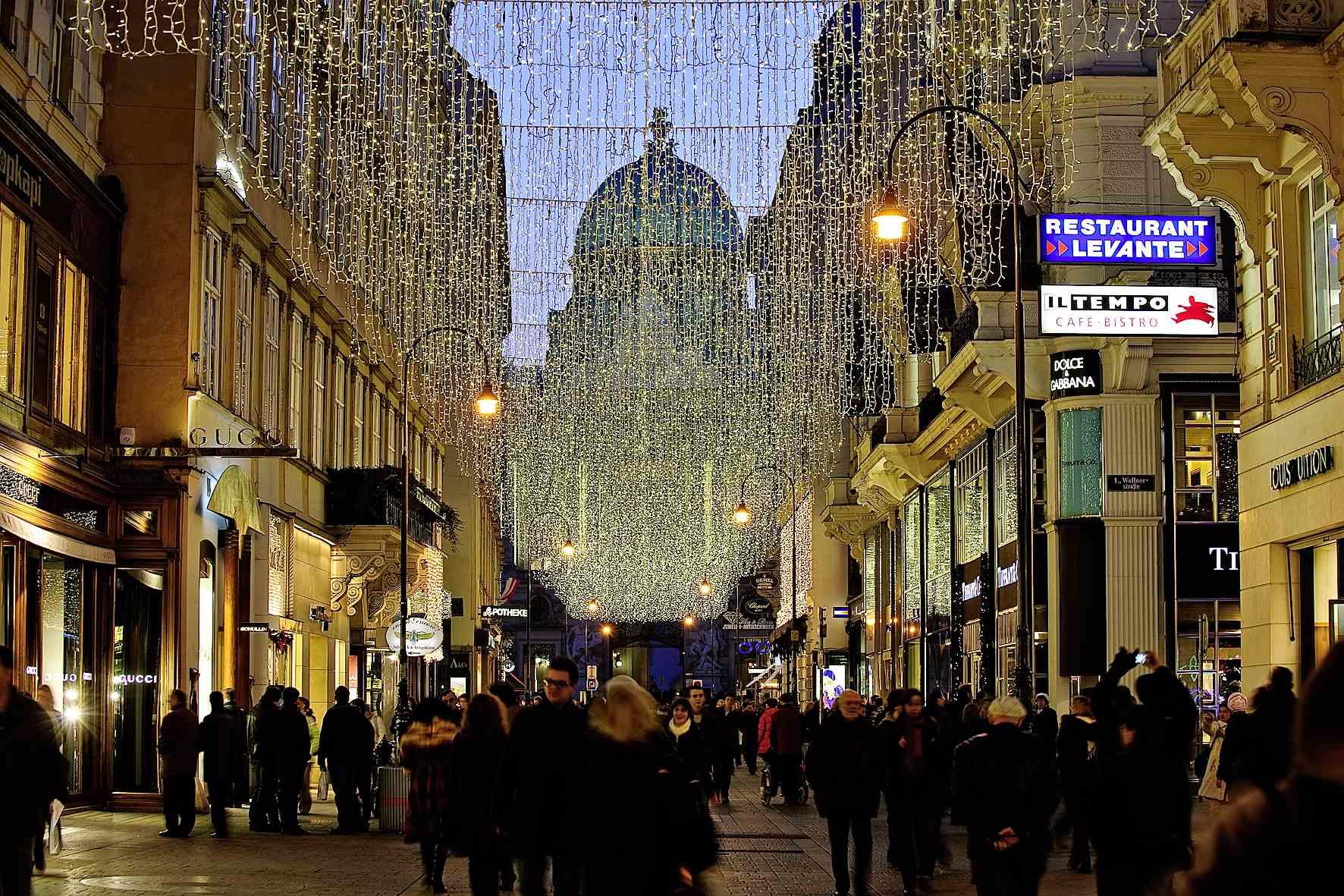 Bečki Advent: Od luksuznog shoppinga ispod 2,2 milijuna žaruljica do kupovine na božićnom buvljaku