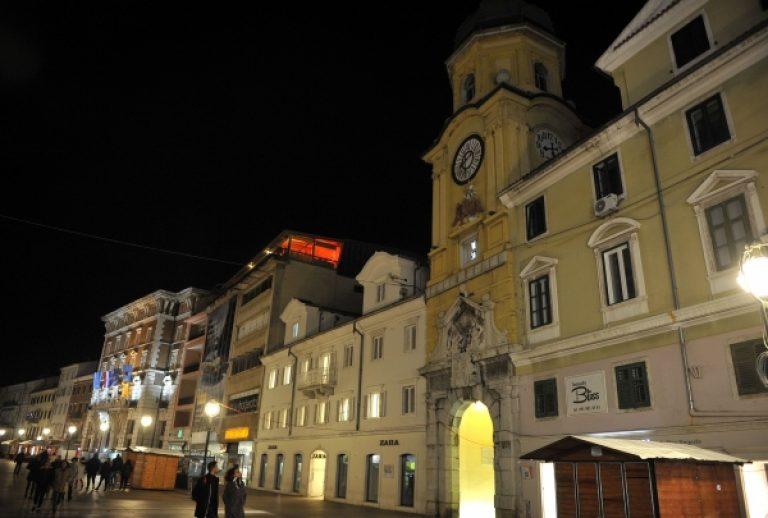 Više do 80 hrvatskih gradova sudjelovalo u 'Satu za planet Zemlju', zamračile se Dioklecijanova palača, Dubrovačke zidine, Arena u Puli