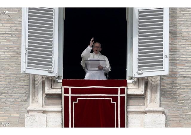 Papa Franjo: Neka svjetlo Uskrsa prosvijetli savjest političkih i vojnih vođa