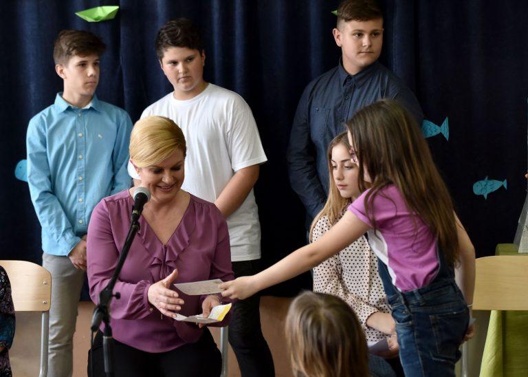 Susret Predsjednice s učenicima i studentima te posjet Hrvatskom svetištu Sv. Nikole Tavelića