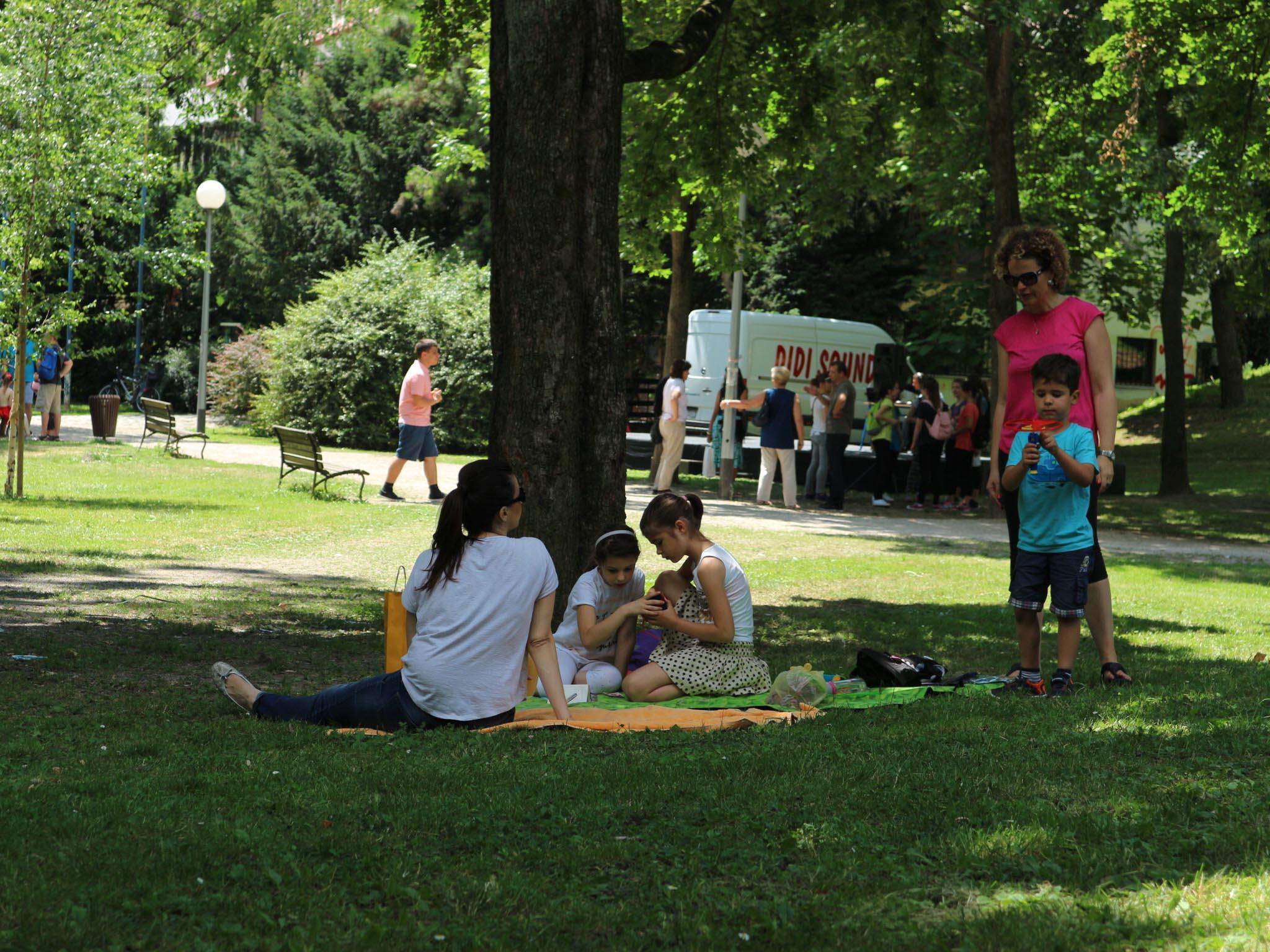 Doručak na travi nastavlja se i ove godine u Parku Ribnjaku