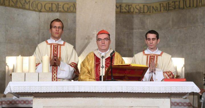 Na misi za Domovinu kardinal Bozanić pozvao na obnovu odgovornosti