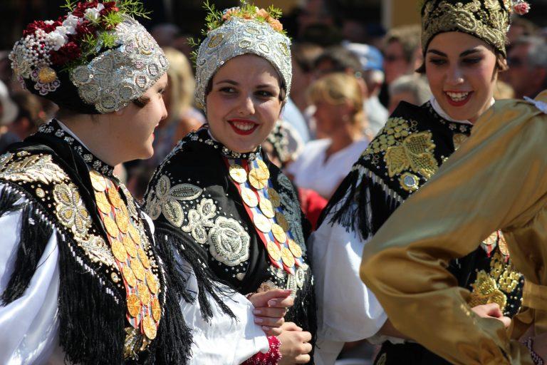 U svečanom mimohodu 52. Đakovačkih vezova 60 skupina iz Hrvatske i svijeta