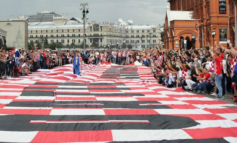 Moskva u kvadratićima, niti pljusak nije zaustavio hrvatsku pjesmu