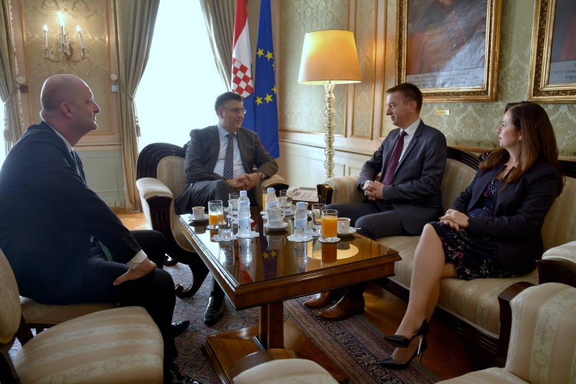 Predsjednik Vlade čestitao izvanrednom povjereniku Perušku i zamjenici Weber