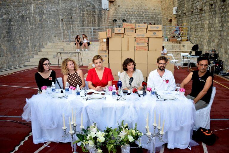 """Ususret premijeri """"Odbrojavanja""""; predstave koja preispituje Dubrovnik kroz temu vjenčanja"""