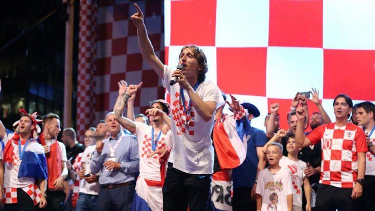 Sve dok Thompson, kao ilegalac, mora biti prošvercan na pozornicu, Hrvatska nije slobodna