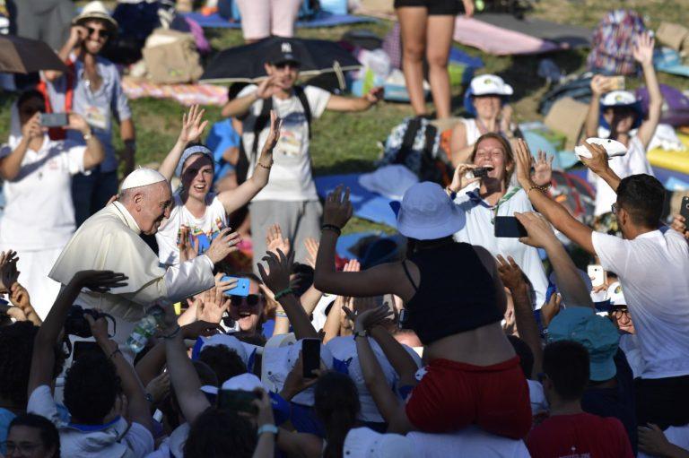 Papa Franjo na bdijenju s talijanskom mladeži