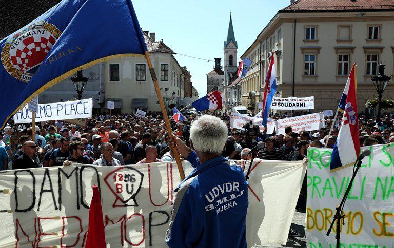 Završio prosvjed radnika Uljanika i 3, maja na Markovu trgu, štrajk se nastavlja