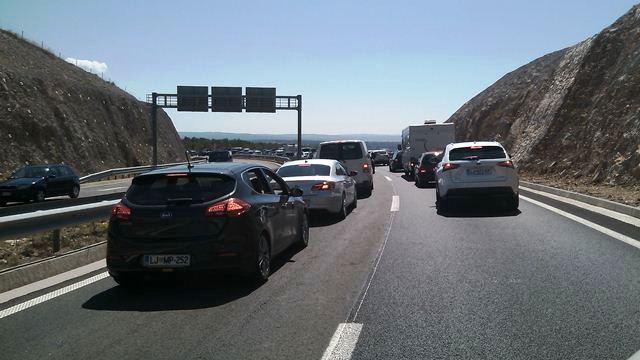 HAK: Promet vrlo gust, na Krčkom mostu kolona četiri kilometra prema kopnu