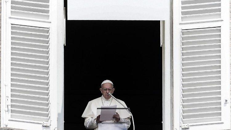 Papa: Marija nas podsjeća da smo pozvani služiti Bogu svim svojim bićem