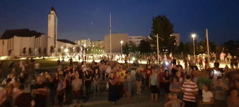 Pogledajte tihi prosvjed u Zaprešiću protiv ministra zdravstva