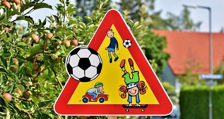 Nova školska godina – policija poziva vozače na oprez; stručnjaci savjetuju – djeca pješice u školu