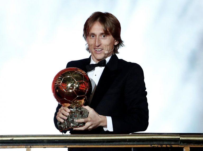 Modrić dobio i 'Zlatnu loptu' za nogometaša godine